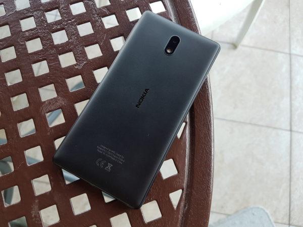 Ekran Nokia 3 je jako sklizav, te mobitel kliže čak i po relativno ravnoj površini
