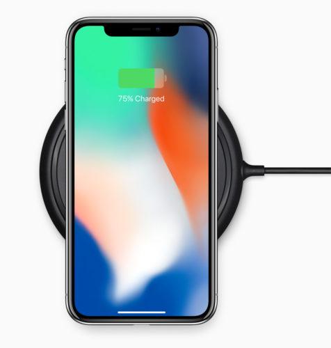 Svaki QI punjač, uključujući i Samsungov, može napuniti iPhone X.